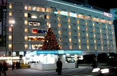 池袋駅東口のクリスマスツリー